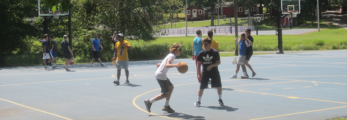 Children playing basketball at summer camp - Let the Summer Lady find the best summer camps for you.